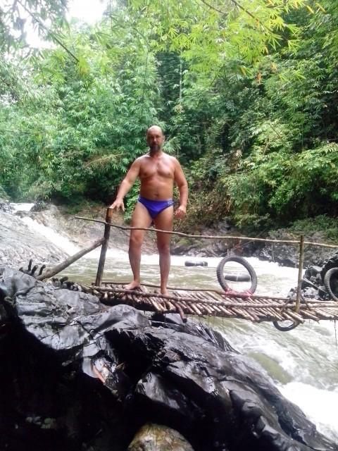 """Гога, Россия, Новосибирск, 45 лет. Простите всю жизнь был романтичен и искал """"прекрасную половинку"""" но пришло время искать пр"""