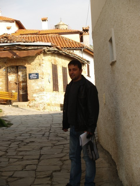 Георгий, Греция, 43 года. Я из Греции. Хочу женать с девушкой, которая говорить по русски и я хочу жить вместе греции.)))