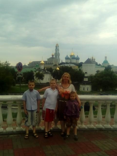 елена, Россия, Воронеж, 41 год, 3 ребенка. Хочу найти Для себя супруга, а для детей друга доброго, порядочно го, честного, который не боится служить на бл