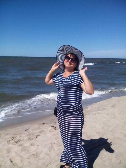 Виктория, Россия, Калининград, 39 лет. Весёлая, общительная, люблю прогулки по берегу моря, смотреть закат, устраивать пикник на природе, л
