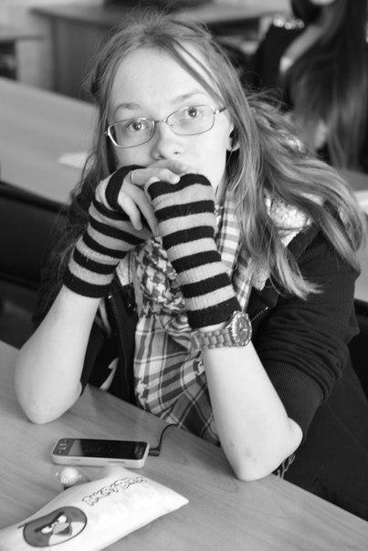 Ксения, Россия, Магнитогорск, 18 лет, 1 ребенок. Мать одиночка. Есть маленький сын, в мои 18 ( да, да), учусь в колледже, увлекаюсь рисунком и кибер-
