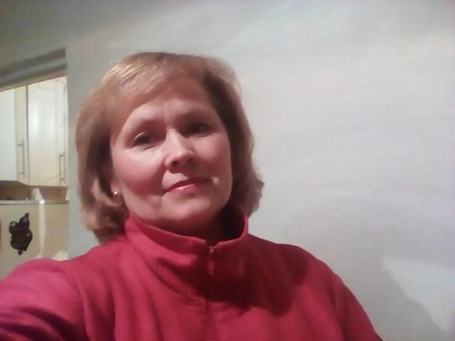 Елена, Россия, Новосибирск, 46 лет, 1 ребенок. Я в разводе, воспитываю сына. Работаю кондитером , сыну 12 лет . Хочу любить и быть любимой