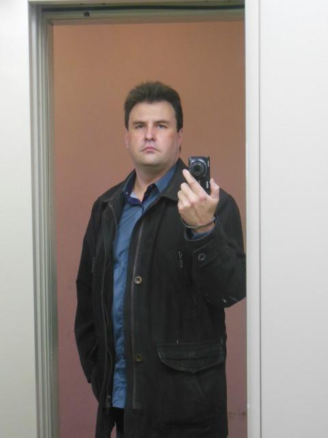 Михаил, Россия, Москва, 44 года, 2 ребенка. Не курю, почти не пью, не смотрю футбол, не езжу на рыбалку, не играю в танки. . . очень скучно живу
