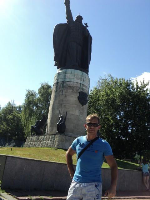 Александр, Россия, Суздаль, 43 года, 2 ребенка. Спокойный  трудолюбивый  уравновешеный  характер  мягкий тело сложение  спортивного