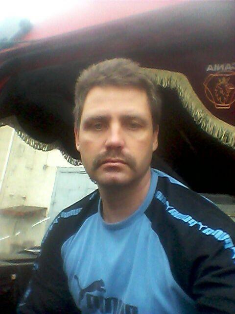 виктор, Россия, Прохладный, 47 лет, 1 ребенок. Без в/ п . По образованию механик . на данный момент работаю дальнобойщиком на фуре . хочу создать к