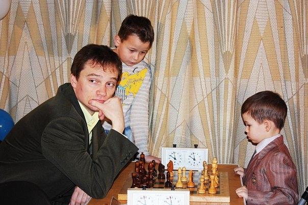 Владимир, Россия, Москва, 39 лет, 7 детей. http://gdepapa.ru/forum/site/novoe/topic20005/   Родился в Иркутске в семье военнослужащего.  В