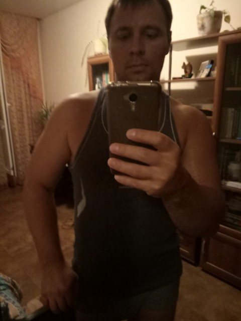 Александр, Россия, Москва, 34 года. Москвич, живу один в Солнцево в своей квартире