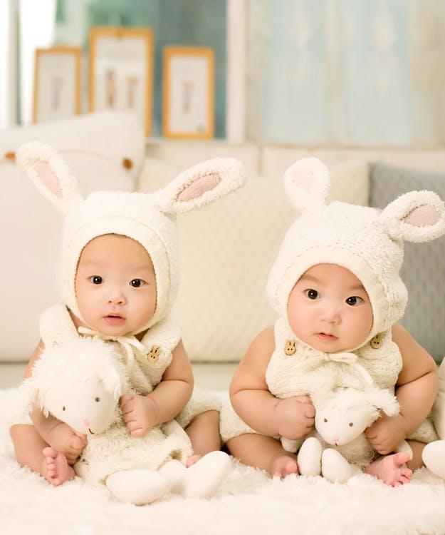 Детишки-близняшки