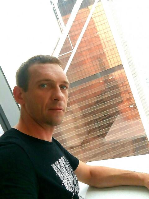 Сергей, Россия, Москва, 41 год. Хочу найти Здесь нахожусь с конкретной, понятной целью, - встретить симпатичную, порядочную, свободную, женщину