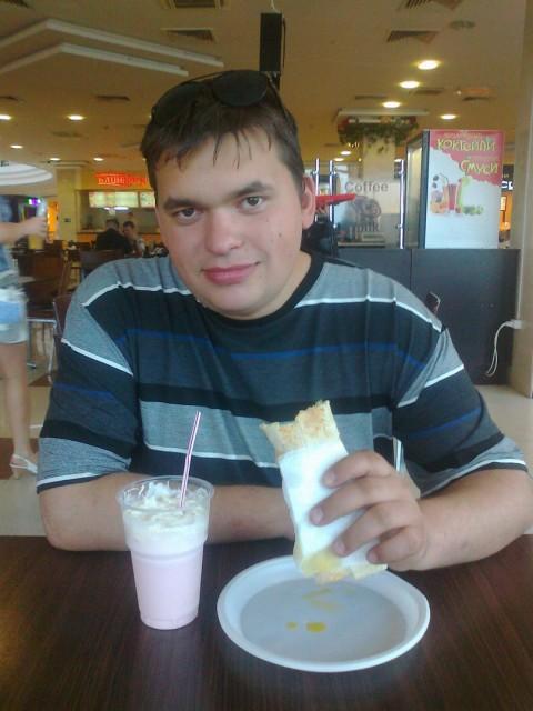 Артем, Россия, МО, 29 лет. Хочу найти Девушку с хорошем чувством юмора, ответственную, умеющую хорошо готовить )