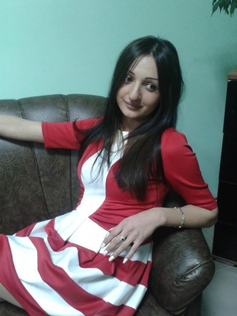 марьяна, Украина, Харьков, 25 лет, 1 ребенок. молодая, стройная, одинокая мама, мне 25 лет, рост 171, вес 55. брюнетка, глаза зеленые, не склонна