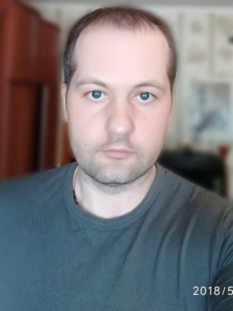 Алексей, Россия, московская область, 41 год. Хочу найти С которой будет взаимная симпатия и понимание, остальное время покажет.