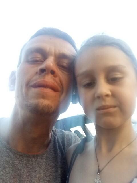 Дима, Украина, Одесса, 36 лет, 2 ребенка. В рвзводе. Воспитываю сам сына 14 лет. Есть доченька Анютка 7 лет. Хочу встретить порядочную девушку