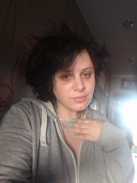 Алиса, Россия, Москва, 34 года, 2 ребенка. В разводе . В финансовой помощи не нуждаюсь. Работаю . Детям 15 и 10. Ищу моральную поддержку и опор