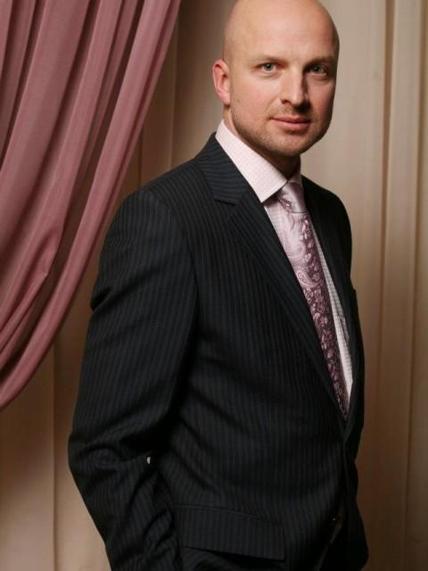 Михаил, Россия, Москва, 48 лет, 1 ребенок. Прекрасная любимая работа. Но сейчас в приоритете семья и дети. Своя квартира. Сыну 14, живет со мно