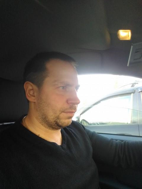Дмитрий, Россия, Санкт-Петербург, 41 год, 1 ребенок. Работающий, не пью, не курю, люблю спортивные мероприятия, путешествия и прогулки.