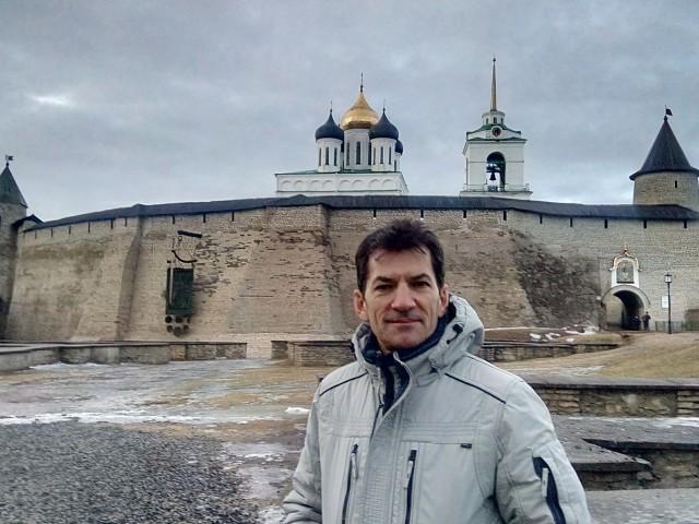 Олег, Россия, Санкт-Петербург, 47 лет, 1 ребенок. Познакомлюсь для серьезных отношений.