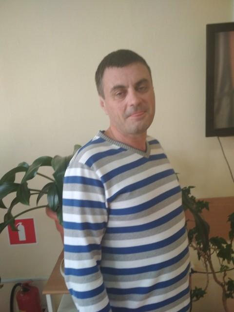 Антон, Россия, Москва, 44 года, 2 ребенка. Хочу познакомиться с девушкой.Желательно не сильно огорченной на мужчин и на жизнь.Приналичии совмес