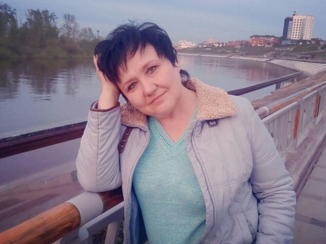 Светлана, Россия, Тюмень, 47 лет, 2 ребенка. Живу с дочкой, ей19.,сын живет отдельно. Работаю..Любою лес, цветы.