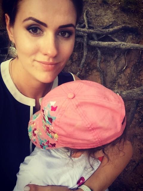 Славяна, Россия, Санкт-Петербург, 32 года, 1 ребенок. Добрый день!  Горжусь дочерью , ей 5 лет. Люблю свою работу косметологом. Ищу спутника жизни.. буду