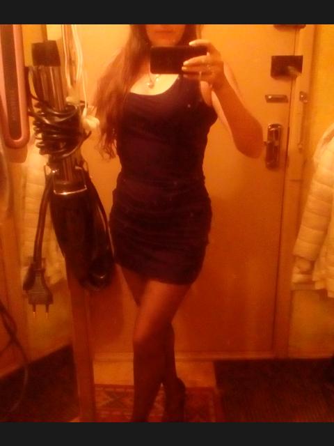 Lera, Россия, Москва, 40 лет. Веселая, стройная, рост168, вес 55, длинные каштановы волосы, из вредных привычек , курю, выпиваю в