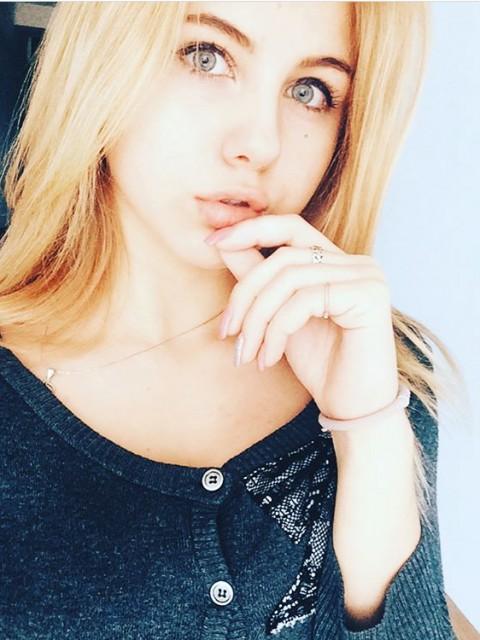 Виктория, Россия, Москва, 18 лет. Хочу найти Честного, прежде всего. Заботливого, не жестокого, не пьющего, умного, с хорошим чувством юмора, без