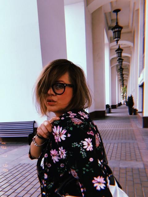 Юля, Россия, Москва, 29 лет. Хочу найти главное чтоб ветер в голове не гулял )) можно с детьми, я только за !