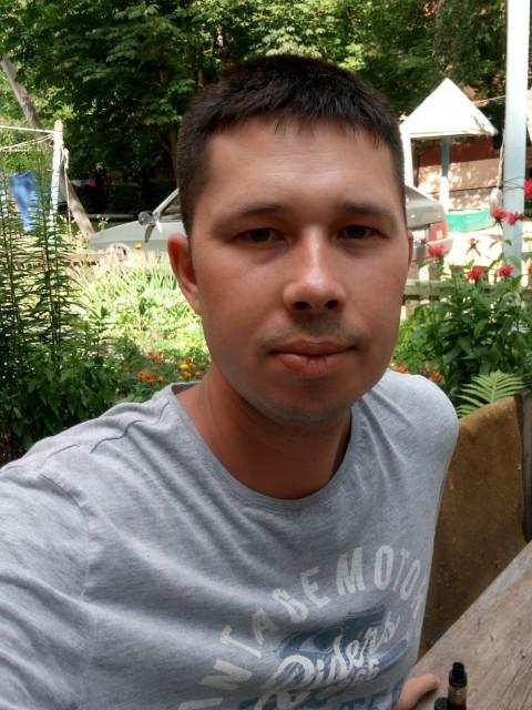 Иван, Россия, Ульяновск, 30 лет. Хочу найти Простую девушку, скромную, заботливую, верную, с чувством юмора. Не против детей партнёра.