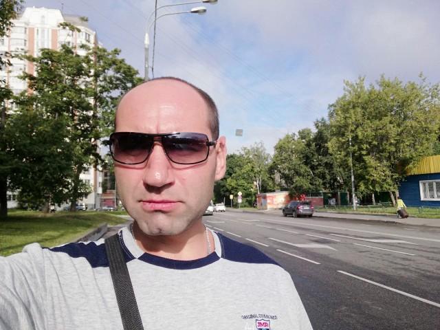 Евгений, Россия, Москва, 38 лет. Нормальный парень. Самодостаточен. С чувством юмора. Ответственность и целеустремлённость - присутст