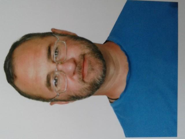 Валентин, Украина, Кузнецовск, 43 года. Полтора года уже живу сам. Деток нет. По профессии водитель международник. Неприхотливый, заботливый