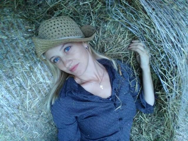 Екатерина, Россия, Ярославль, 32 года, 1 ребенок. Хочу найти Не курящего , с чувством юмора но так же и быть серьезным )Заботливого и внимательного