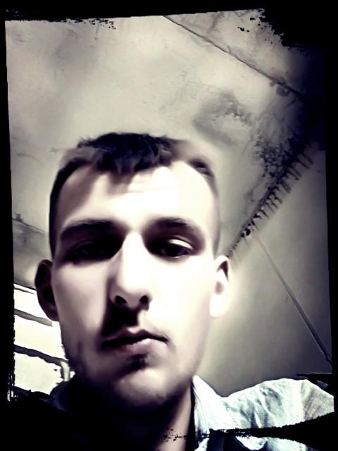 Александр, Россия, Симферополь, 29 лет. Характер на любителя. Не пью. Ищу серьёзные отношения для создания семьи. Дети не проблема, полюблю