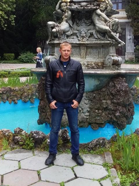 Макс, Россия, Симферополь, 23 года. Хочу найти Хочю встретить отрожение своей душы. Т. е. вторую половину.