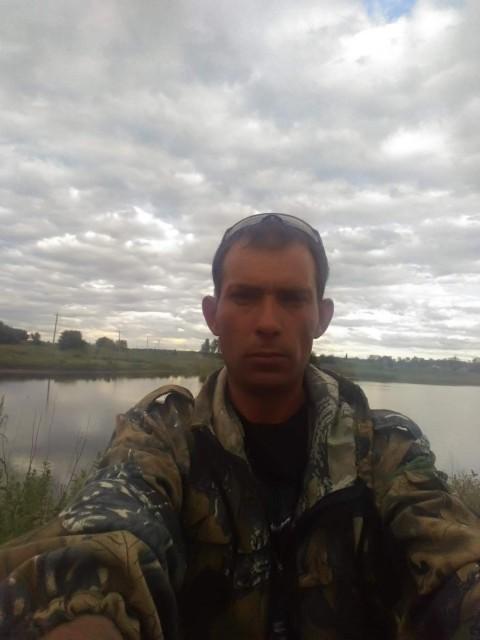 Евгений, Россия, Миллерово, 39 лет, 3 ребенка. С бывшей разбежался 3 года назад, со мной остались дочь и сын. Дочь взрослая, сын пошёл в 7 класс. Р