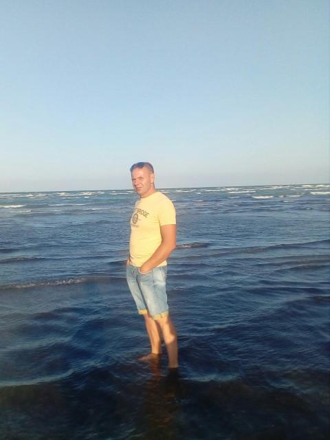 Денис, Беларусь, Минск, 34 года, 2 ребенка. Разведён. Тихий, спокойный, с чувством юмора....