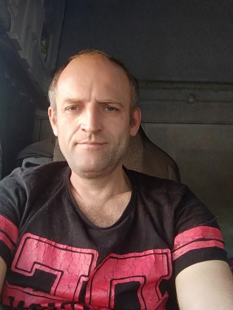 Алексей, Россия, Санкт-Петербург, 42 года, 1 ребенок. Живу один . Одиночество душит.  А жить то хочется. Ищу девушку для отношений . Серьезных отношений .