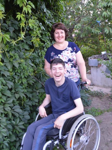 Элеонора , Россия, Новоалександровск, 45 лет, 2 ребенка. Хочу найти Ты не утратил жизненных сил и желаний, ждешь чуда-я уже здесь. Скучать не придется. Умеешь посмеятьс