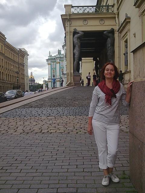 Виктория, Россия, Москва, 54 года, 1 ребенок. Она ищет его: Ровесника или немного старше. Надежного. Разовые отношения не предлагать.
