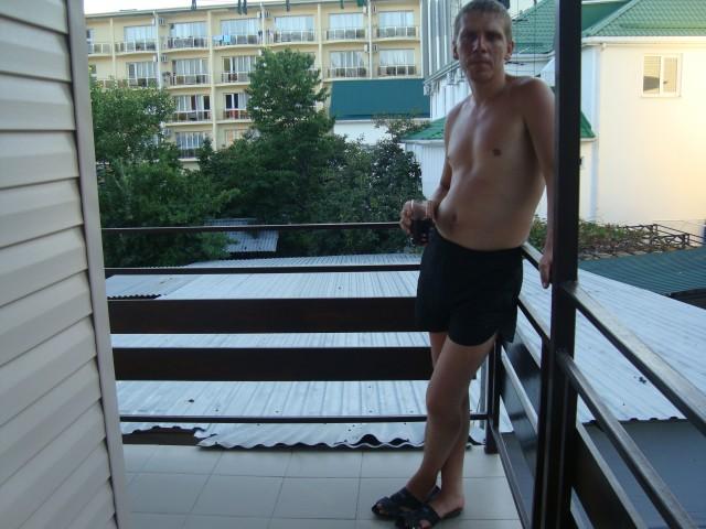 Михаил 33, Россия, Саратов, 33 года. 33 года, лев, стабильный не большой доход, женат не был, детей нет, не против ребятишек, даже если с