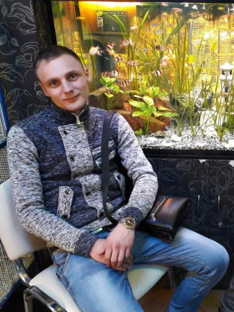 Виктор, Россия, Санкт-Петербург, 24 года. Хочу найти Честную, позитивную, любящую детей, общительную)))