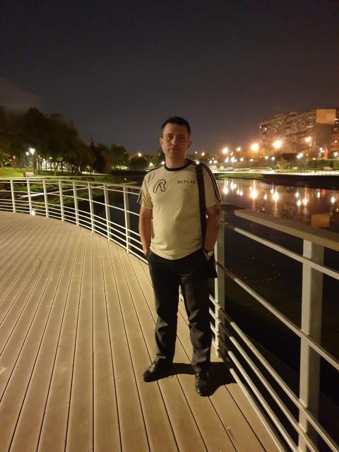 Саша, Россия, Москва, 40 лет. Хочу найти Мне хочется семьи — обычной семьи с воскресными прогулками по парку, со вкусными ужинами и любимыми