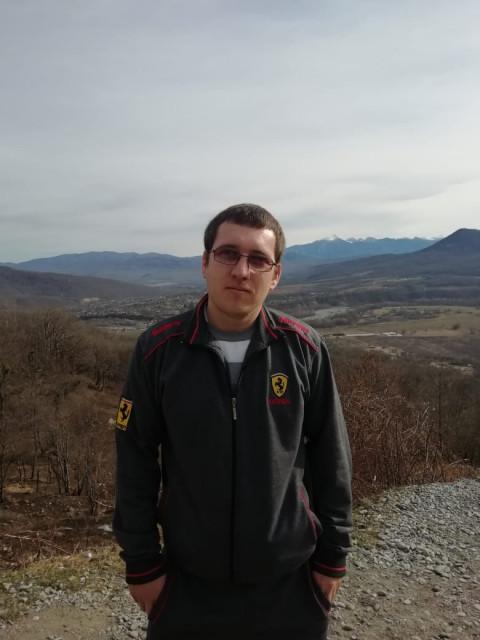 Димон, Россия, Ярославль, 28 лет. Работяший, не пьющий, не нервный спокойный. до