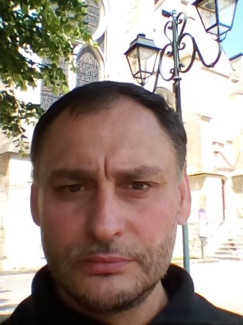 Камен, Франция, Париж, 44 года