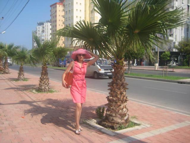Лариса, Россия, Ноябрьск, 44 года, 2 ребенка. Хочу найти Способного любить, окружать заботой и вниманием, дарить ласку, страстного, легкого на подьем, надежн