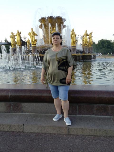 Наталья, Россия, Москва, 51 год. Вдова. Дети взрослые , живут отдельно. Я в Москве 4 года , жилье снимаю . Мне 50 лет , рост 158 . По