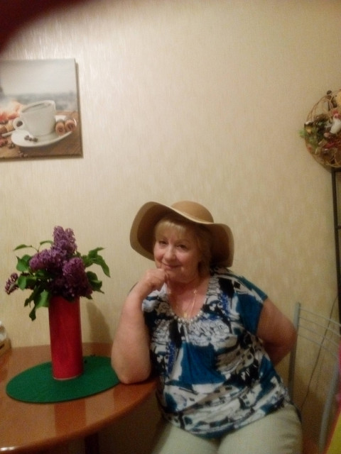 Антонина, Россия, Москва, 69 лет, 1 ребенок. Я жизнерадостная, активная и эмоциональная женщина. Люблю общение. Разведена, есть дочь и трое внук