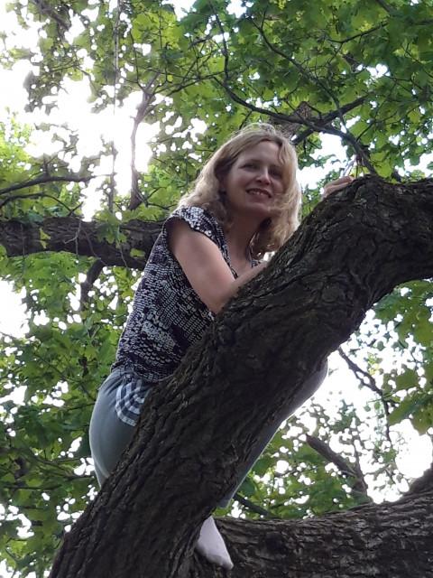 Елена, Россия, Москва, 40 лет, 2 ребенка. Хочу найти Симпатичного естественно, а еще доброго , сильного, заботливого, внимательного. Но самое главное ува
