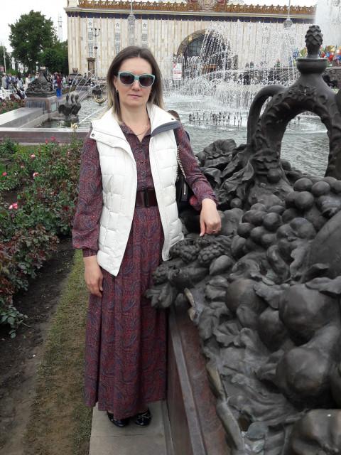 Татьяна, Россия, Москва, 41 год. Очаровательная, добрая и с хоризмой девушка. Есть взрослый сын.  Живу в Химках.