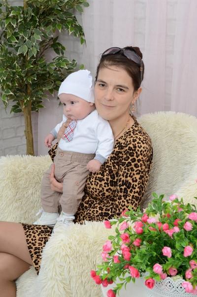 Лилия, Россия, Уфа, 36 лет, 1 ребенок. Хочу найти Доброго. Надёжного. Серьезного, готового стать главой семьи. Верного. Романтичного.