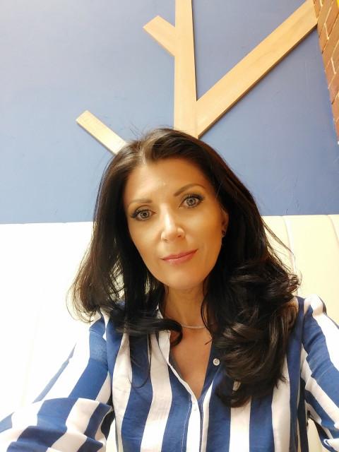 Алена, Россия, Казань, 44 года. Ты любишь жизнь, как и я, готов к отношениям с перспективой и ярким впечатлениям - пиши. Я весёлая и